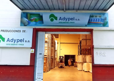 Grandes formatos: impresión de vinilo montado sobre PVC como cartel exterior de empresa Adypel