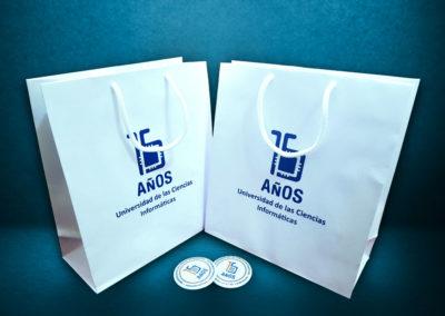 Papelería: bolsas de papel para la Universidad de Ciencias Informáticas (UCI)