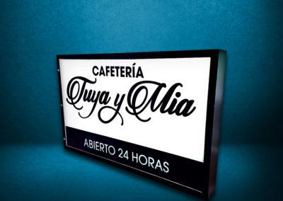 """Realización / Montaje: caja de luz para cafetería """"Tuya y Mía"""""""